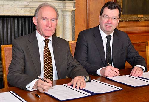 Prof David Greenaway and Prof John Ludden signing the collaboration agreement